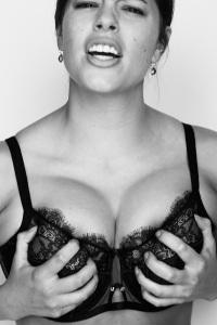vogue-bra-image-Vogue-Features-Plus-Size-Models-All-Sizes-2014-new