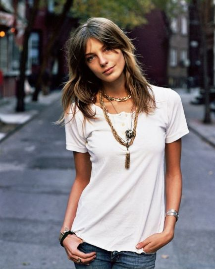 layered-necklaces-and-white-shirt