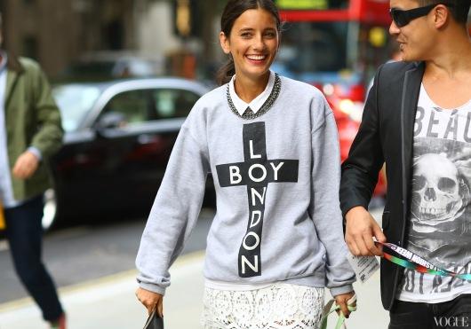 college street-style-sweatshirt