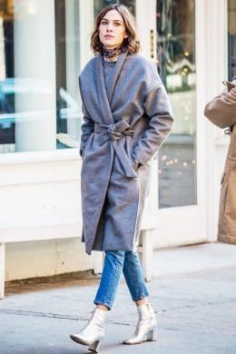 the-fresh-way-alexa-chung-is-styling-her-winter-wardrobe-1589545-1449691583.640x0c